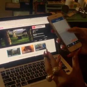 Rihanna com cigarrinho suspeito na mão (Foto: Instagram/ Reprodução)