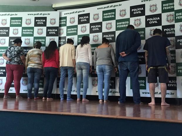 Grupo detido nesta segunda-feira (25) em São Paulo e apresentado nesta quarta-feira (27) em Brasília na operação 'Fake Job' (Foto: Gabriel Luiz/G1)