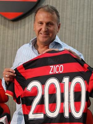 Zico com camisa do Flamengo 2010 (Foto: Reprodução)