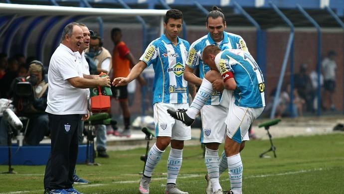 Marquinhos joelho (Foto: Jamira Furlani/Avaí FC)