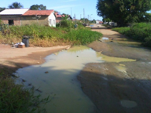 Problema na rede de esgoto de Caroebe persiste há mais de 3 anos (Foto: Nei Barbosa/ Arquivo pessoal)