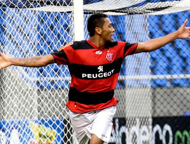 Hernane comemora gol do Flamengo contra o Nova Iguaçu (Foto: Rudy Trindade / VIPCOMM)