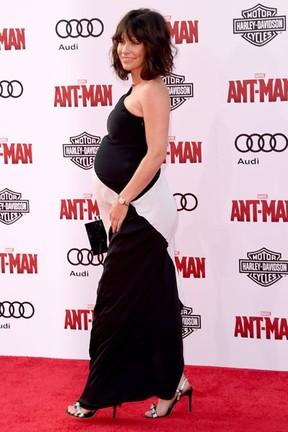 Evangeline Lilly, grávida, em première de filme em Los Angeles, nos Estados Unidos (Foto: Jason Merritt/ Getty Images/ AFP)