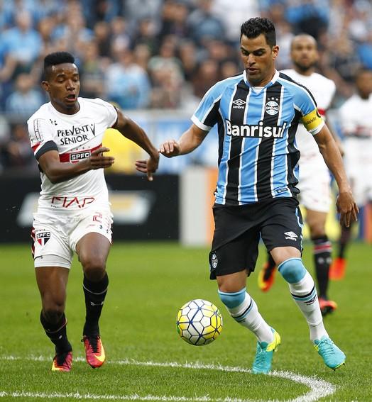 SÓ ELOGIOS (Lucas Uebel/Divulgação Grêmio)