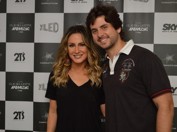 Claudia Leitte com o marido, Márcio Pedreira, em São Lourenço da Mata, Pernambuco (Foto: Felipe Souto Maior/ Ag. News)