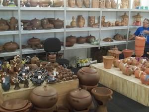 Peças de barro são o destaque do Salão do Artesanato da Paraíba, em Campina Grande (Foto: Rafael Melo/ G1)