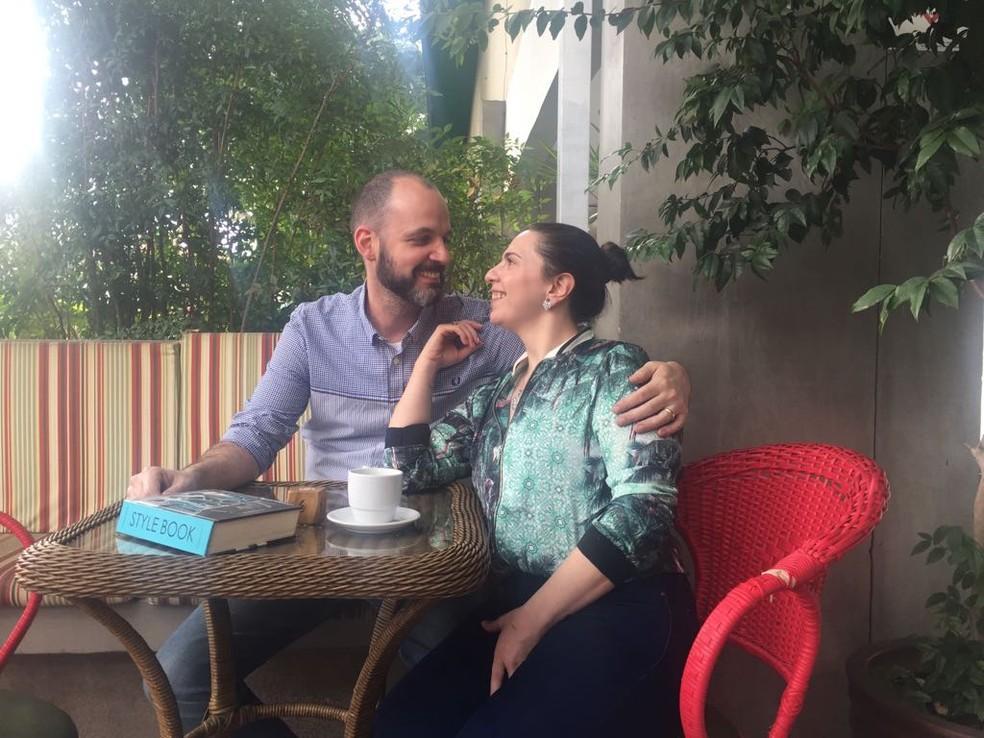 Ana e Ricardo moram e trabalham no mesmo bairro, e decidiram se desfazer do carro para se locomover apenas de táxi e Uber (Foto: Arquivo pessoal)