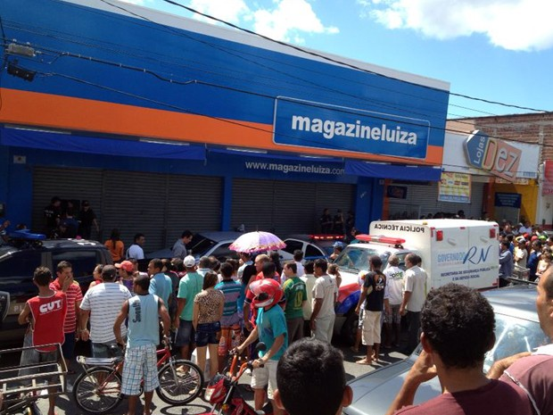 Troca de tiros aconteceu na loja da Magazine Luiza na avenida Tomaz Landim, na Zona Norte de Natal (Foto: Luiz Beserra/Inter TV Cabugi)