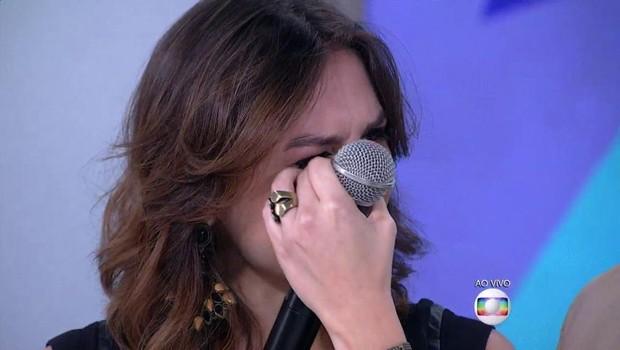 Monica Iozzi emocionada na despedida do Vídeo Show (Foto: Reprodução/Globo)