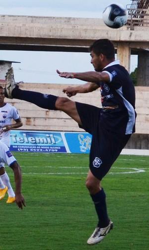 Rodrigo Santarém, volante do São Francisco (Foto: Dominique Cavaleiro/GloboEsporte.com)
