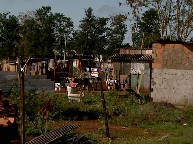 Cerca de 150 famílias vivem nas comunidades João Pessoa e Nazaré Paulista (Foto: Cláudio Oliveira/EPTV)