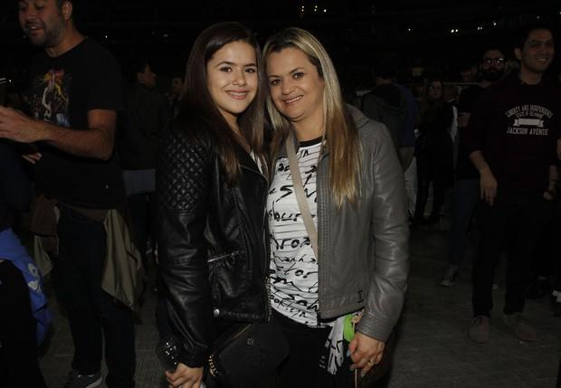 Maísa com a mãe, GIslaine Andrade, no show de Ariana Grande em São Paulo (Foto: Celso Tavares / EGO)