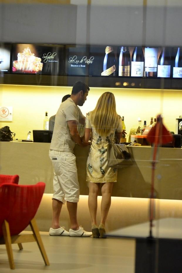 Susana Werner e Julio César em shopping (Foto: Henrique Oliveira / Agnews)