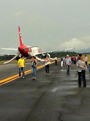 Passageiros disseram que saíram pelas portas de emergência da aeronave (Foto: Arquivo pessoal)