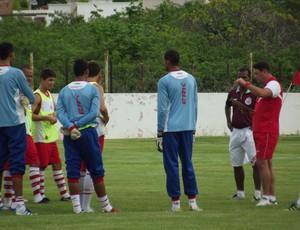 Roberto Fernandes conversa com elenco do América-RN (Foto: Tiago Menezes)