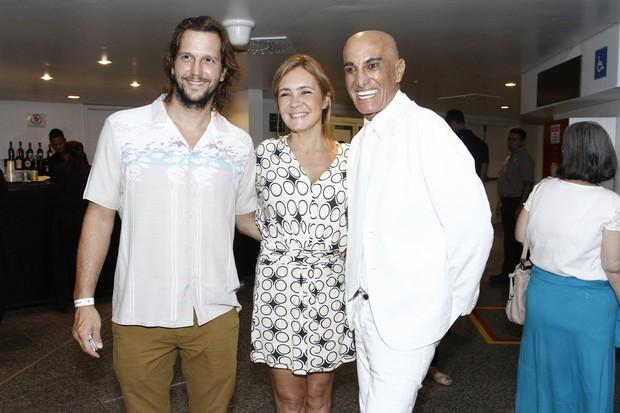 Vladimir Brichta, Adriana Esteves e Amin Khader (Foto: Alex Palarea / AgNews)