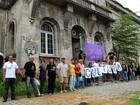 'Abraço' simbólico na Santa Casa em Manaus pede reabertura do local