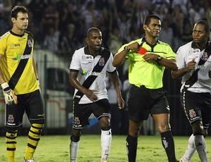 Alessandro jogo Vasco Botafogo cartão vermelho (Foto: Alexandre Cassiano / Ag. O Globo)