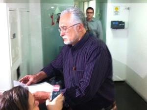 Genoíno leu carta em que diz que STF errou e transformou 'ficção em realidade'. (Foto: Roney Domingos/ G1)
