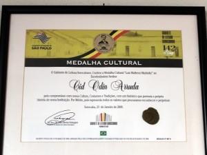 Aposentado também recebeu um certificado (Foto: Geraldo Jr. / G1)