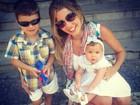 Debby Lagranha posa com a filha: 'Batizado da princesa'