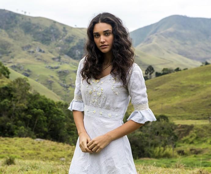 Quase sem maquiagem, Débora Nascimento vive a linda e doce Filomena em 'Êta mundo bom' (Foto: Inácio Moraes/Gshow)
