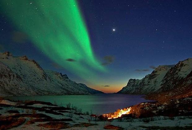 Espetáculo visual pode ser observado de países com regiões no Círculo Polar Ártico, como Noruega, Suécia, Dinamarca e Finlândia (Foto: Divulgação / Geotrip)