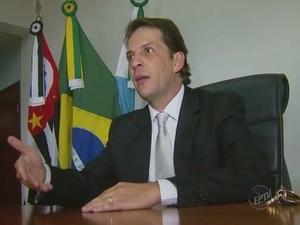 Prefeito de Capivari assume e diz que busca verba para obras anti-enchente (Foto: Reprodução/EPTV)