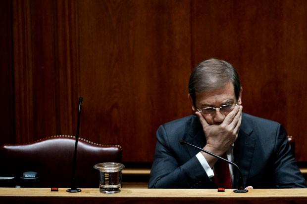 O premiê de Portugal, Pedro Passos Coelho, é visto durante debate do Parlamento do país, em Lisboa, nesta terça-feira (10) (Foto: Patricia De Melo Moreira/AFP)