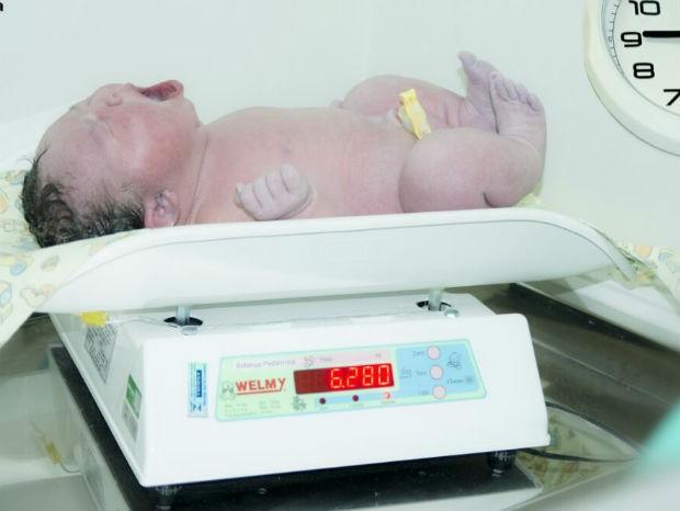 Mulher dá à luz a bebê com mais de 6kg em Salto (Foto: Leid Oliveira)