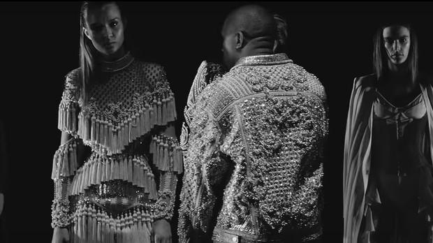 Kylie Jenner ( esquerda) e Alessandra Ambrsio tambm participaram do novo clipe de Kanye West (Foto: Reproduo)