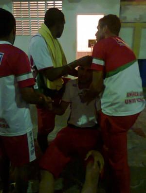 Jogadores jogam com fome e passam mal (Foto: Raimundo Morais)