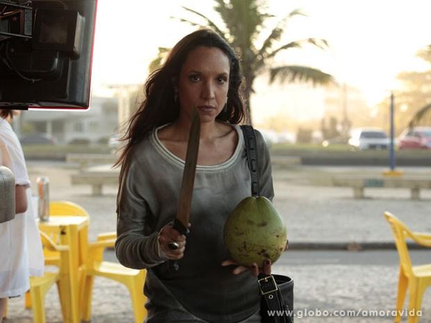 Maria Maya encarna a vilã boliviana para a foto (Foto: Amor à Vida/ TV Globo)