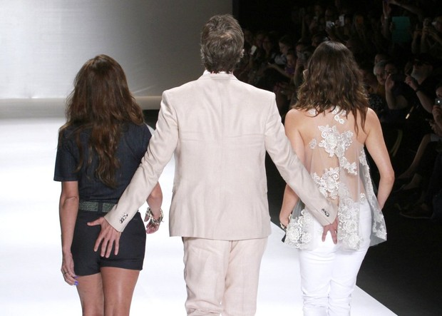 Giovanna Antonelli, Reynaldo Gianecchini e Tainá Müller desfilam no Fashion Rio (Foto: Isac Luz / EGO)