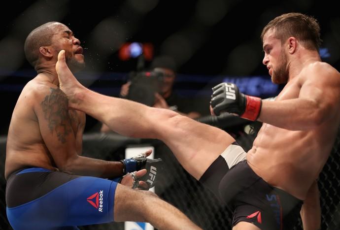 Cody Stamann venceu Terrion Ware por decisão unânime (30-27, 30-27 e 29-28) (Foto: Getty Images)