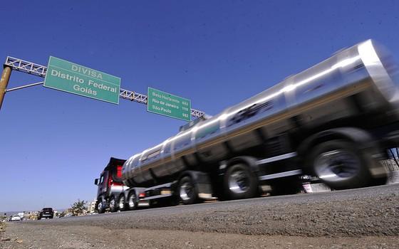 Caminhão em estrada no Brasil (Foto: Divulgação - Senado)