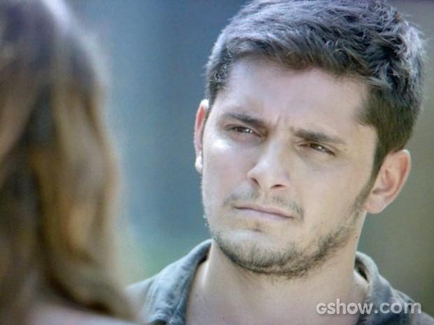 André não acredita no término do namoro (Foto: Em Família/ TV Globo)