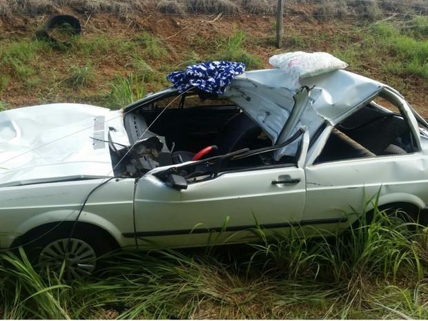 Duas pessoas morrem após carro bater em cavalo na BR-080, em Goiás (Foto: Divulgação/PRF)