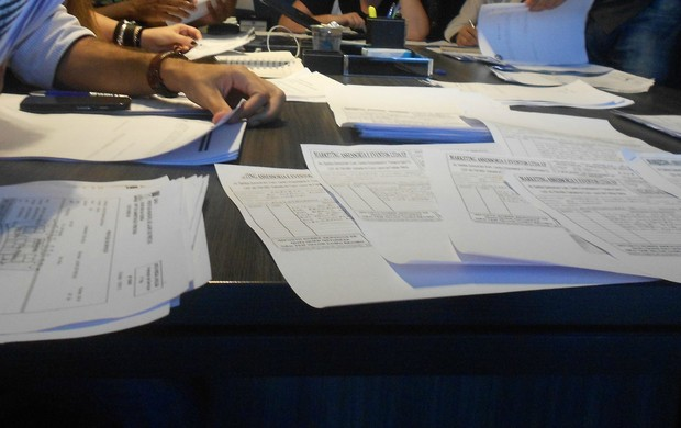 Documentação do Bahia sobre beneficiados (Foto: Thiago Pereira)