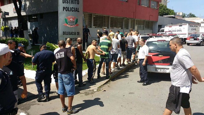 briga; torcidas; corinthians; palmeiras (Foto: Helio Torchi/Simapress/Estadão Conteúdo)