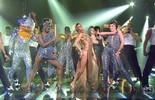 Fernanda Lima faz abertura do 'Amor & Sexo' ao lado dos bailarinos