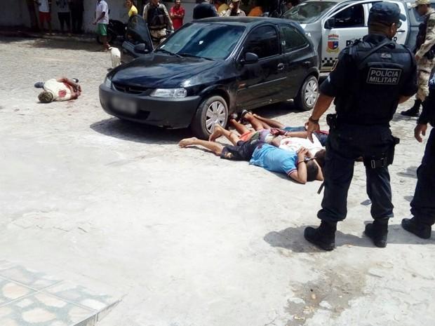 Durante  troca de tiros, quatro suspeitos foram baleados e presos (Foto: Jota Dantas)
