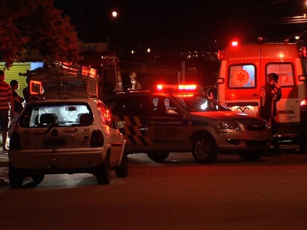 Criança de 8 anos foi socorrida, mas morreu no local, em Aparecida de Goiânia, Goiás (Foto: Reprodução/TV Anhanguera)