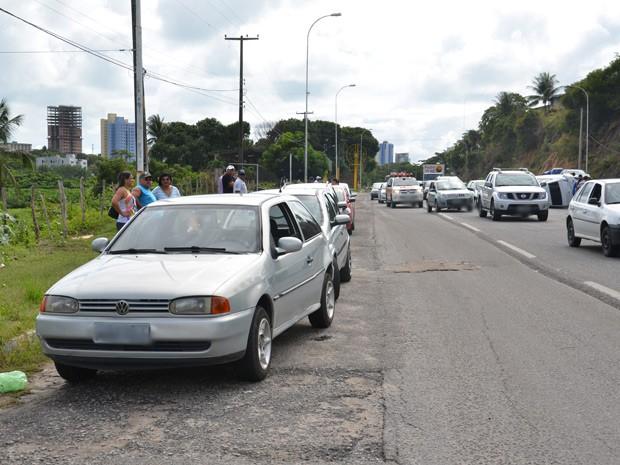 Segundo a PRF, curiosidade de motoristas provocaram outros cinco acidentes (Foto: Walter Paparazzo/G1)