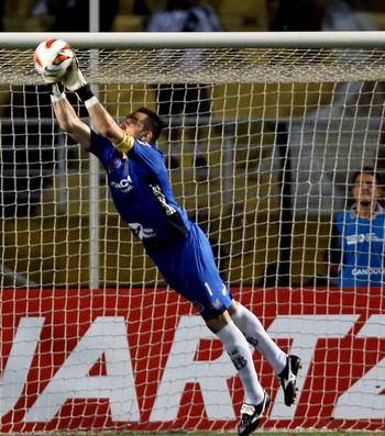 Roberto jogo Ponte Preta final Lanus Sul-Americana (Foto: Reuters)