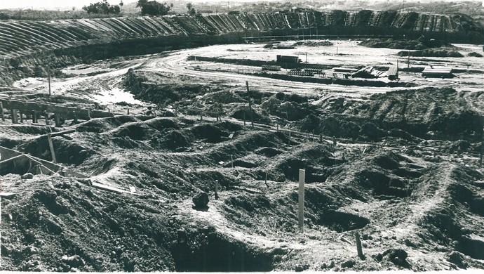 Obras do Estádio Governador José Fragelli Verdão em Cuiabá década de 70 (Foto: Arquivo Público de Mato Grosso)