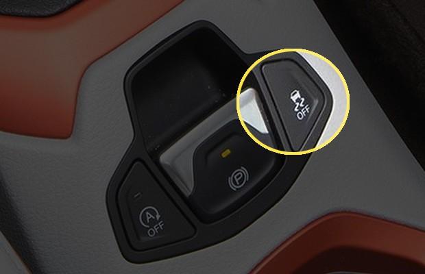 Botão que indica desligamento do ESC no Jeep Renegade (Foto: Chrysler)
