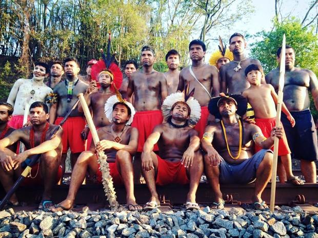 Índios ocuparam trecho da Estrada de Ferro Vitória Minas (EFVM) e permanecem no local neste domingo (15)  (Foto: Yrerewa Bras/Arquivo Pessoal)