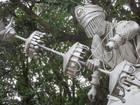 Estátua de orixá é depredada na Prainha do Lago Paranoá, no DF