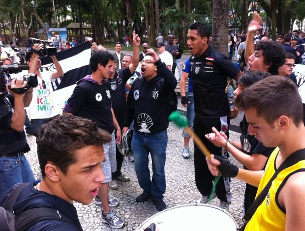 Protesto Torcida Tupi-MG 4 (Foto: Rafael Donizete)